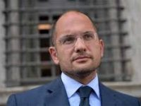 Se otto migranti possono far paura.. Il sindaco di Ascoli va dal Prefetto per un condominio!