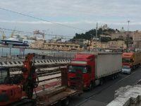 Morti sul lavoro nei porti. Oggi sciopero ad Ancona e suono sirene delle navi