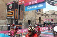 Osimo si colora di rosa per l'arrivo del Giro d'Italia. Grande festa di sport e di popolo