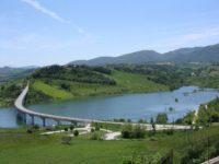 Sisma, riapre il viadotto sul lago di Cingoli. Terminati i lavori dopo la paura per rischio Vajont