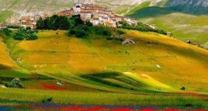 """Club Alpino Italiano e Macerata Opera Festival recuperano la """"Madonna della Cona"""" a Castelluccio"""