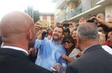 Bagno di folla per Salvini a Fermo. Protesta del Comitato 5 luglio in Prefettura