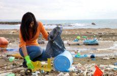 Un mare sempre più inquinato con plastica e rifiuti . Nel porto di Fano arriva il Seabin, raccoglie 500 kg l'anno di materiali