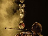"""Al teatro Pergolesi di Jesi debutta il Caffè Bach,  sperimentale """"circo e opera"""" in atto unico"""