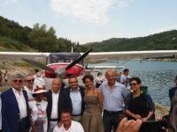 Grande spettacolo al Lago di Gerosa con idrovolanti e acrobazie aeree. Speranze per il turismo piceno