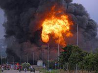 Voci di esplosioni prima dell'incendio a Macerata. Evacuazioni e allarme ambientale per nube