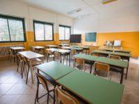 Crollo degli iscritti nelle scuole infanzia e primarie. Pesano crisi e calo demografico, e non bastano gli stranieri