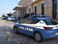 Straniero semina terrore in stazione a San Benedetto, fermato