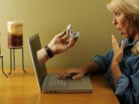Meglio internet del sesso. Un terzo degli italiani non rinuncerebbe al web.. per un anno