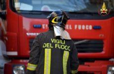 Incendio in palazzina Pesaro, tre inquilini salvati dalle fiamme