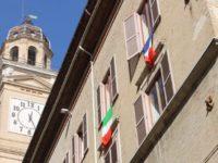 Sindaco Macerata espone bandiera francese. Emiliozzi (5Stelle) lo censura: ' Inopportuno e vietato'