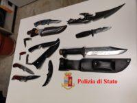 Nascondeva in casa un arsenale di armi bianche. Pregiudicato campano denunciato ad Ancona
