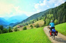 Il cicloturismo è in crescita anche nelle Marche. Ma mancano reti e servizi