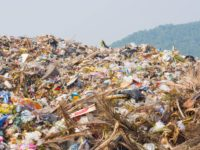 Antimafia e Forestale scoprono migliaia tonnellate rifiuti pericolosi vicino fiume. Venti indagati