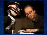A Jesi il pianista Roberto Prosseda sfida il robot TeoTronico da 59 dita..