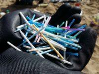 Le spiagge marchigiane stracolme di plastica ( 90%) e rifiuti