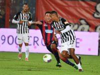 L'Ascoli travolto dal Crotone 3-1, zona play off a rischio