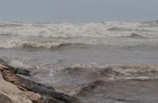 Mareggiate flagellano costa Porto Recanati, Leonardi (FdI) chiede nuovi interventi