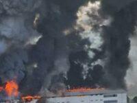 Devastante incendio di capannoni ad Ortezzano, nube in cielo