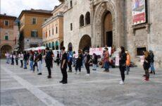 Studenti in piazza contro le classi 'pollaio'