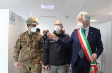 """Vaccini, Figliuolo a Macerata : """"Marche a regime entro fine aprile"""""""